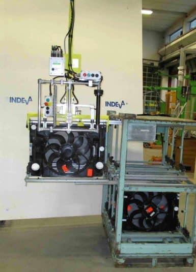 Vďaka inovatívnym zdvíhacím systémom INDEVA presúvajte radiátory s ľahkosťou a bezpečnosťou. Priemyselné manipulátory ponúkané spoločnosťou Scaglia INDEVA sa vyznačujú svojou extrémnou použiteľnosťou, ergonómiou a prispôsobivosťou pre všetky aplikácie a prostredie vďaka širokej škále dostupných typov montážnych a upínacích nástrojov.