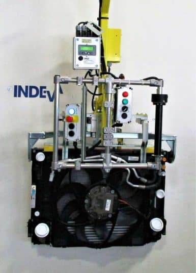 INDEVA najnovšia generácia priemyselných manipulátorov pre pohyb radiátorov pomocou nástroja vhodného na ich uchopenie. Veľká všestrannosť uchopovacích nástrojov umožňuje manipuláciu s nákladmi rôznych tvarov a veľkostí, vďaka ergonomickému a intuitívnemu ovládaniu, zdvíhacie systémy INDEVA, ktoré sú samovyvažujúce, umožňujú rýchle a zároveň presné pohyby.