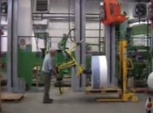 Manejo seguro y sencillo de grandes bobinas en total ergonomía dentro de la empresa, gracias a los innovadores sistemas de elevación de Scaglia INDEVA