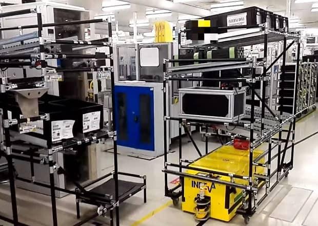 TUNNEL AGV sa používa na presun vozíkov do pracovného priestoru a skladu.