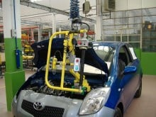 Handling batteries -manipulators for automotive industry