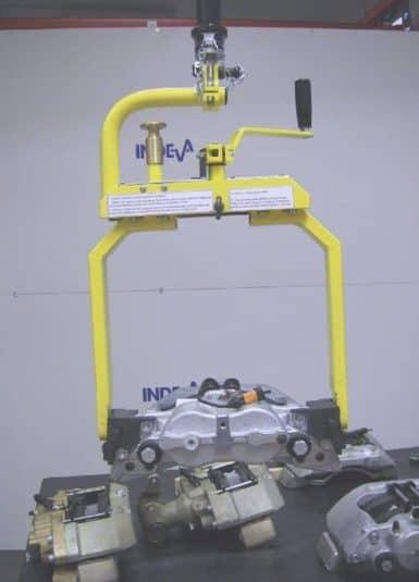 Priemyselné manipulátory INDEVA sú ideálnym riešením pre pohyb súpravy kolies. Systém umožňuje plynulé a presné pohyby tak, aby sa bremeno umiestnilo bez akéhokoľvek nárazu alebo odrazu, čím sa znižuje riziko poškodenia konzistentným spôsobom.